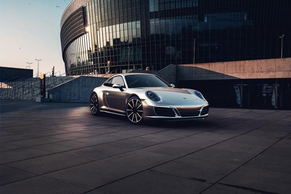 Porsche 911 Carrera by Toby Lee